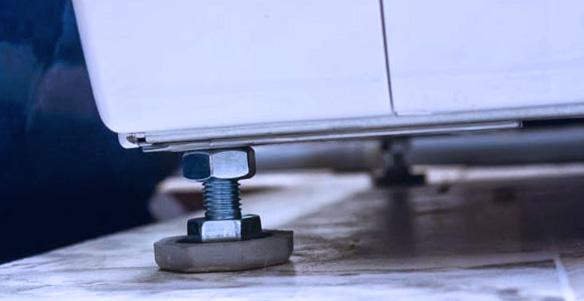 Как правильно установить стиральную машинку регулировка ножек