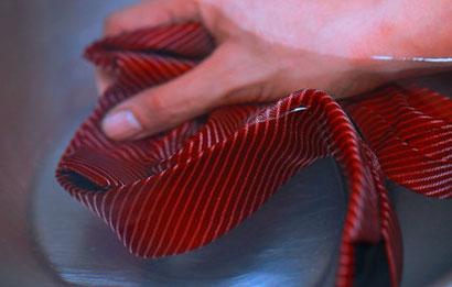 Как-стирать-галстук